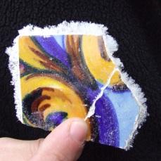 Eflorescências de sais depois do azulejo removido do suporte parietal