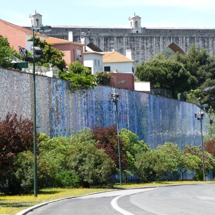 João Abel Manta, Lisboa, Avenida Calouste Gulbenkian, muro de suporte de terras, 1970-1982 [© Ana Almeida]
